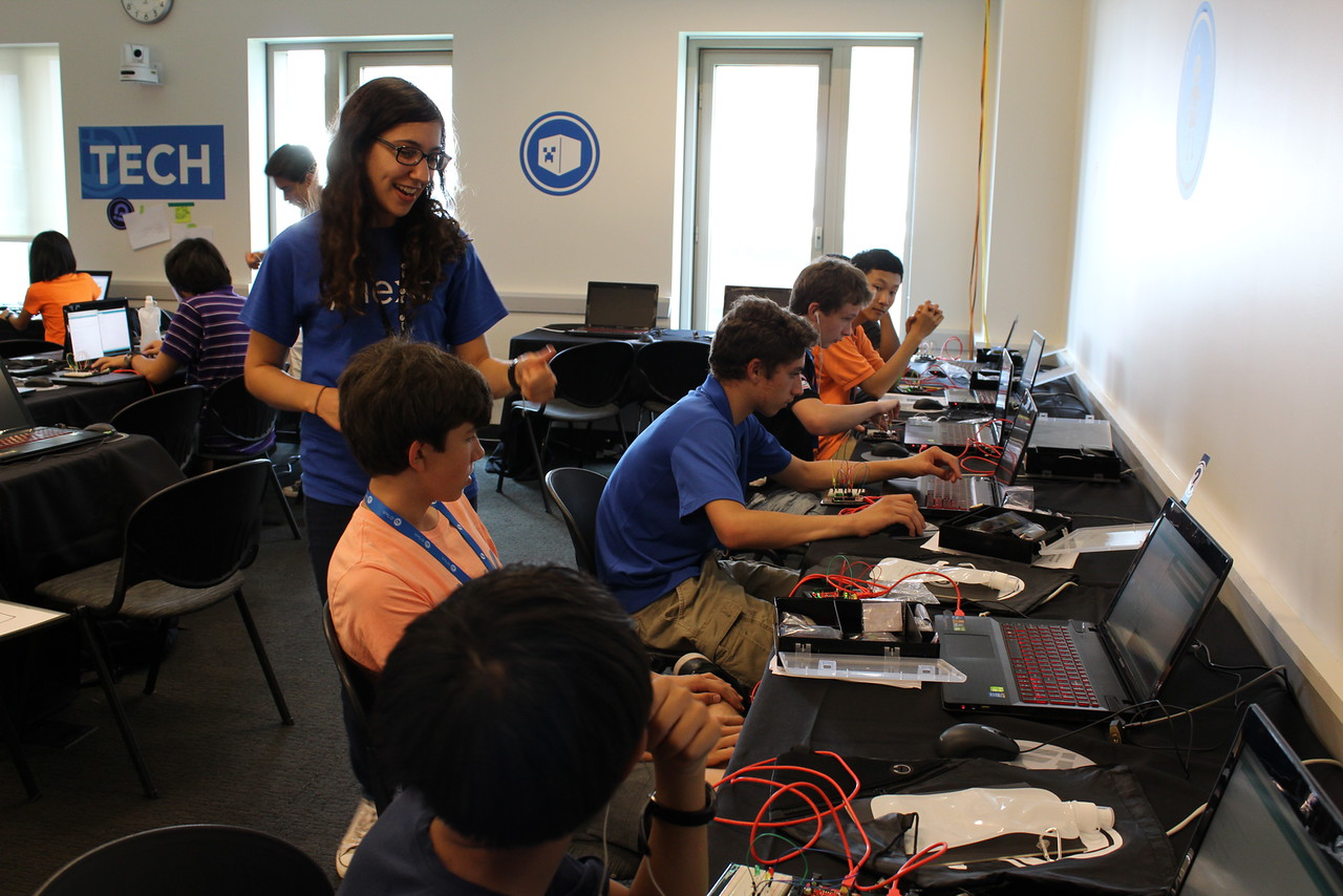 Dale working with students at iD Tech NYU